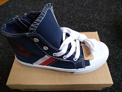 Navy carvas shoes